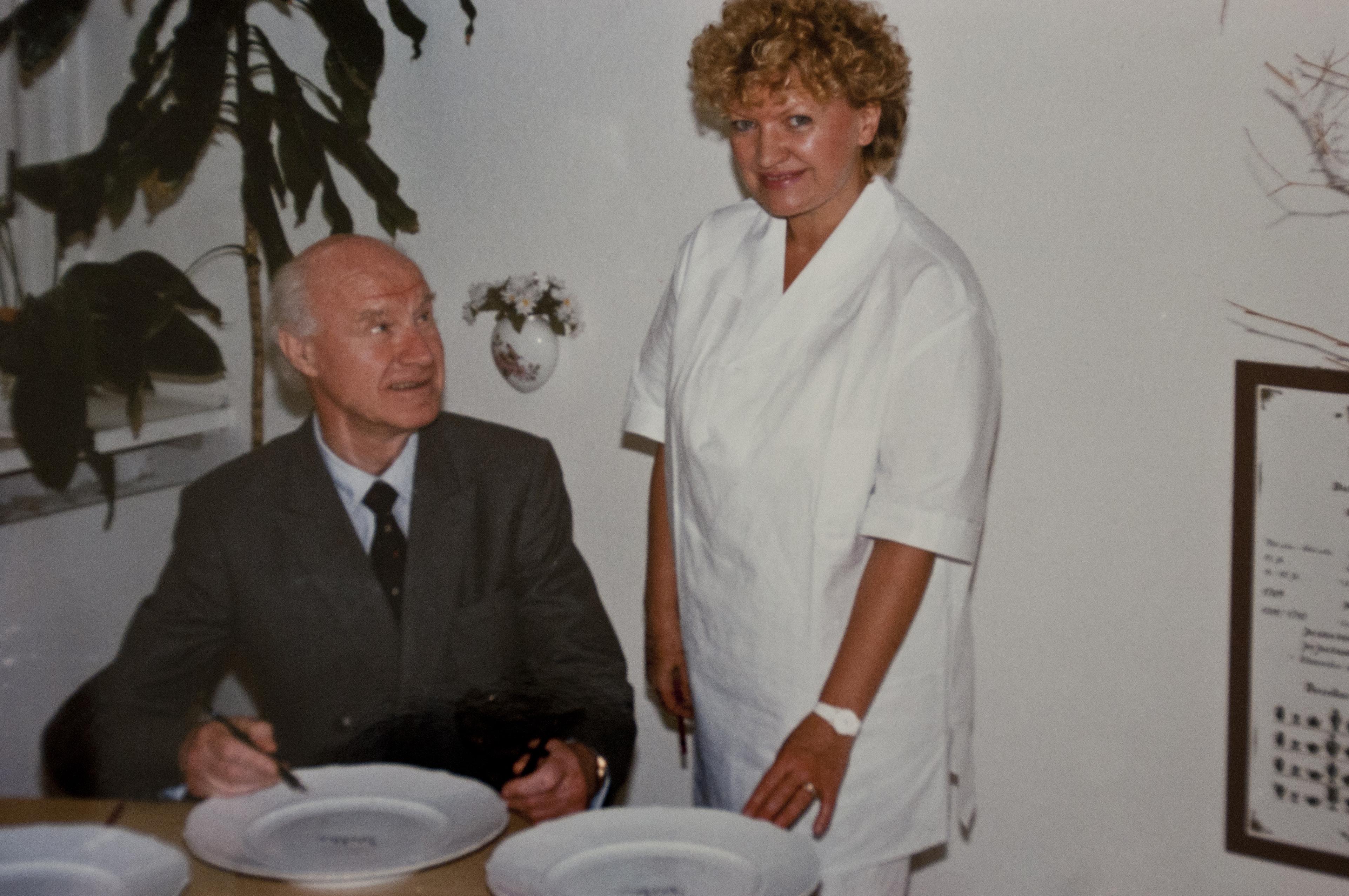Herbert Dau - ehem. Landtagspräsident Hamburg - mit Annerose Köneke - Porzellanmalerin