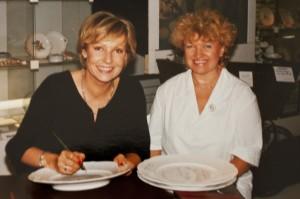 Dagmar Berghoff - ARD Nachrichtensprecherin - mit Annerose Könneke - Porzellanmalerin