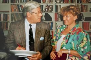 Helmut Schmidt - ehem. Bundeskanzler - mit Annerose Könneke - Porzellanmalerin