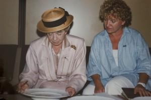 Inge Meysel - Schauspielerin - mit Annerose Köneke - Porzellanmalerin
